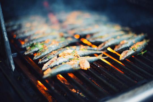 Sardines grill es sur le bbq le coup de gr ce - Sardine grillee au barbecue ...