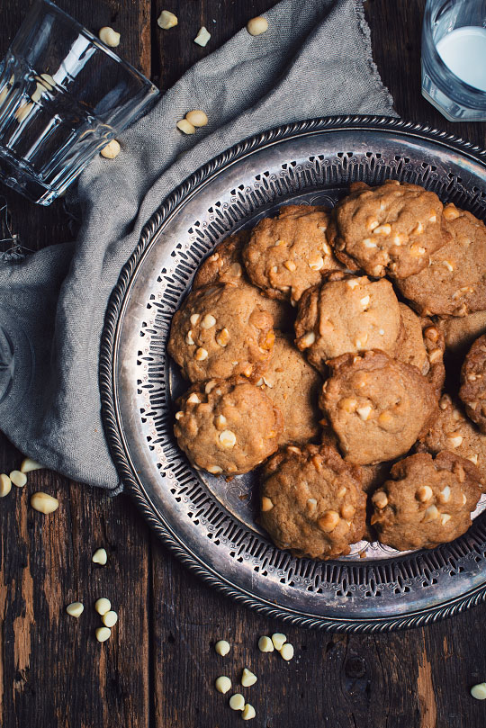 biscuits au chocolat blanc et aux noix de macadam le coup de gr ce. Black Bedroom Furniture Sets. Home Design Ideas